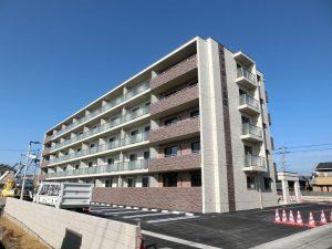 5階建て鉄筋コンクリート造の賃貸マンションです☆
